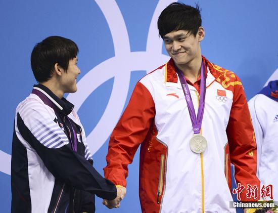 当地时间7月30日,伦敦奥运会男子200米自由泳决赛孙杨、朴泰桓并列亚军。记者 廖攀 摄