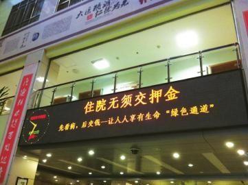 7月30日,中国选手孙玉洁在获胜后庆祝。当日,在2012年伦敦奥运会女子重剑个人赛铜牌赛中,中国选手孙玉洁以15比11战胜韩国选手申雅岚,获得铜牌。新华社记者王毓国摄