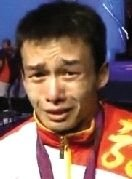 赛后,吴景彪最后一道心理防线被冲破,失声痛哭起来。
