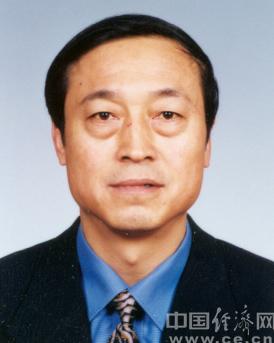 趙鳳桐,漢族,遼寧遼陽人,1954年12月出生, 1973年2月參加工作,1974年10月加入中國共產黨,研究生文化程度,工學碩士學位,高級經濟師。
