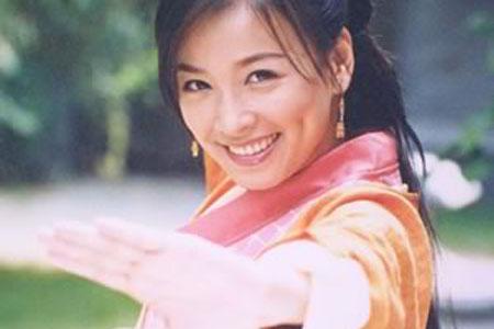 《绝色双娇》里的芊芊:虽然顽劣任性,笑容却十分纯真.