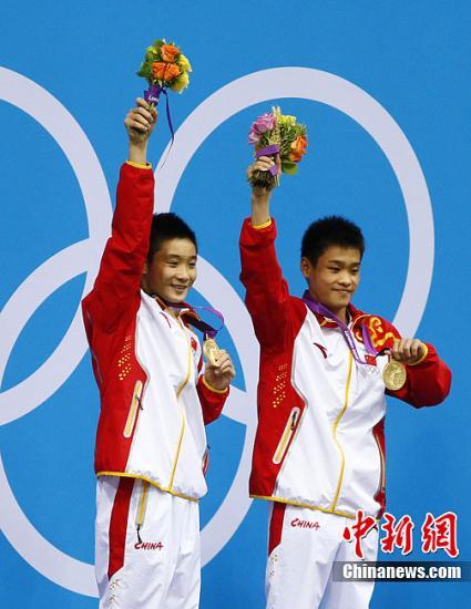 当地时间7月30日,伦敦奥运会跳水男子双人10米台决赛,中国选手曹缘张雁全获得金牌。Osports全体育图片社