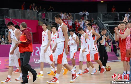 当地时间7月31日,伦敦奥运会男篮小组赛第二轮赛事,中国男篮以54比73负于欧洲劲旅俄罗斯队,遭遇小组赛两连败。记者廖攀摄