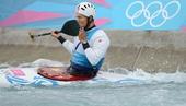 奥运图:激流回旋男子单人划艇 滕志强轻吻划桨