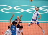奥运图:意大利男排胜阿根廷 跃起重扣