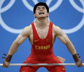 奥运图:男举69kg林清峰夺冠 鼓足全力