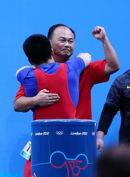 奥运图:男举69kg林清峰夺冠 师徒同乐