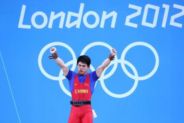 奥运图:男举69kg林清峰夺冠 握拳庆祝