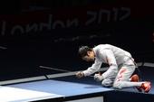 奥运图:雷声夺得男子花剑金牌 激动庆祝
