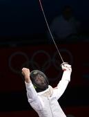 奥运图:雷声夺男子花剑金牌 获胜后激动