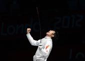 奥运图:雷声夺男子花剑金牌 仰天长啸