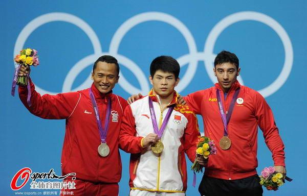 奥运图:林清峰梦圆奥运冠军 冠亚军拥抱