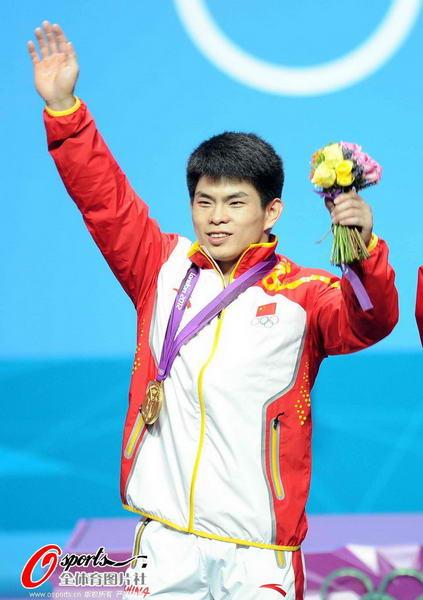 奥运图:林清峰梦圆奥运冠军 挥手致意