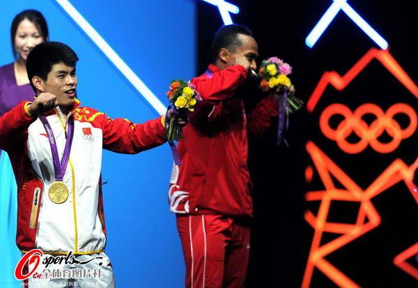 奥运图:林清峰梦圆奥运冠军 露出微笑
