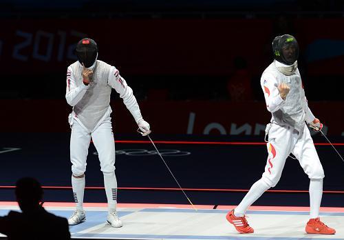 7月31日,中国选手雷声(右)在庆祝得分。新华社记者 曾毅 摄