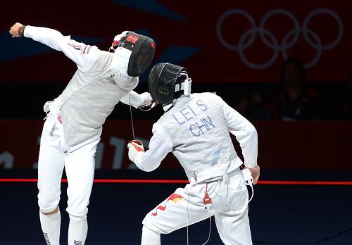 7月31日,中国选手雷声(右)在比赛中。新华社记者 曾毅 摄