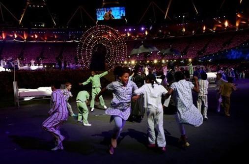 奥运五环放光芒(图片来源:CBS News)
