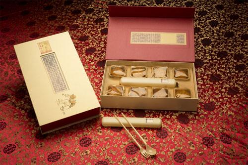 """""""吉祥如意""""(8 个装)内赠刀叉套装,可循环当筷,创意环保。"""
