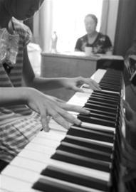 上海音乐学院附中昨日已拉开今夏钢琴考级的序幕