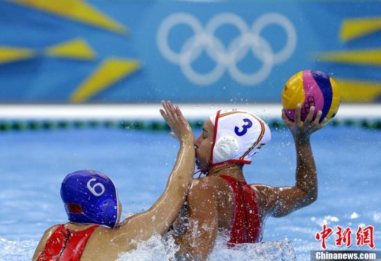 当地时间7月30日,2012伦敦奥运会女子水球小组赛,中国对阵西班牙比赛精彩瞬间。东方IC 版权作品 请勿转载