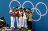 奥运图:秦凯罗玉通站上最高领奖台 前三名合影