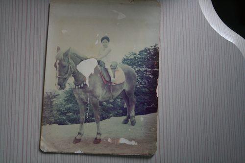 于洋小时候骑马