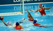 奥运图:水球小组赛中国不敌匈牙利 水中防守