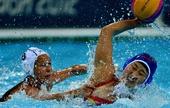 奥运图:水球小组赛中国不敌匈牙利 拼抢护球