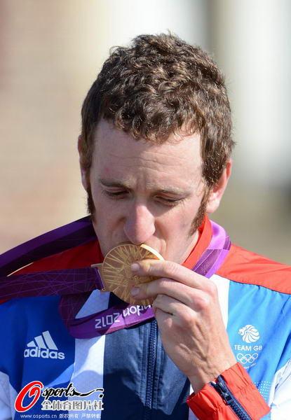 奥运图:维金斯自行车计时赛夺金 深吻金牌