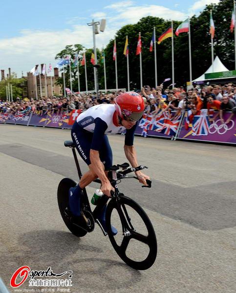 奥运图:维金斯自行车计时赛夺金 比赛瞬间