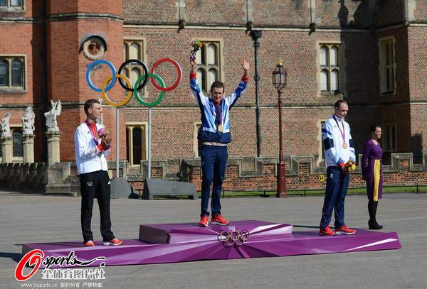 奥运图:维金斯自行车计时赛夺金 维金斯庆祝