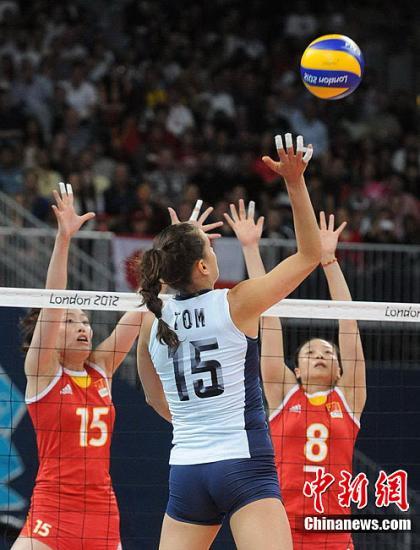当地时间8月1日,2012伦敦奥运会女排小组赛举行,中国姑娘首战以0:3不敌美国队。图为比赛现场。Osports全体育图片社