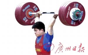 林清峰举起了中国男子举重在本届奥运会的首金。(CFP供图)