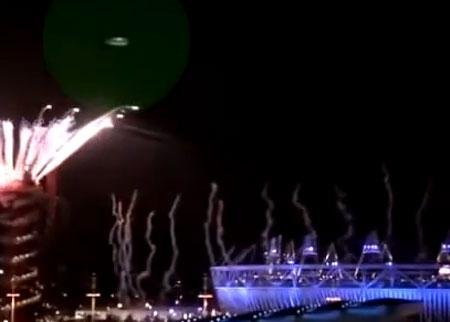 伦敦奥运会开幕式上空出现不明飞行物。