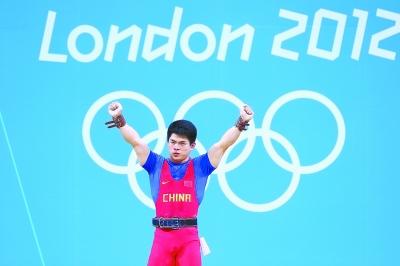 7月31日,在伦敦奥运会举重男子69公斤级比赛中,林清峰以344公斤的总成绩夺得冠军。新华社发