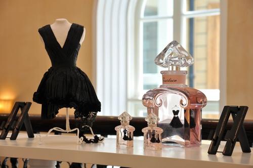 法国娇兰小黑裙淡香水发布,呈现典雅气质