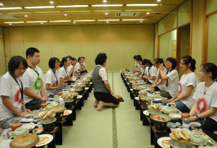 同学们在吃日式大餐