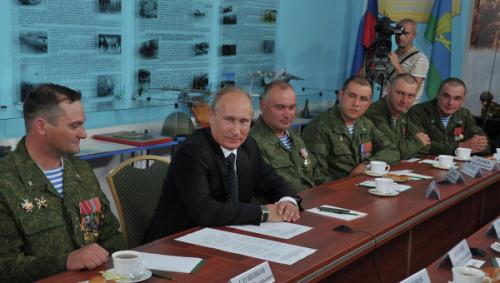 普京8月1日在乌里扬诺夫斯克会见空降兵