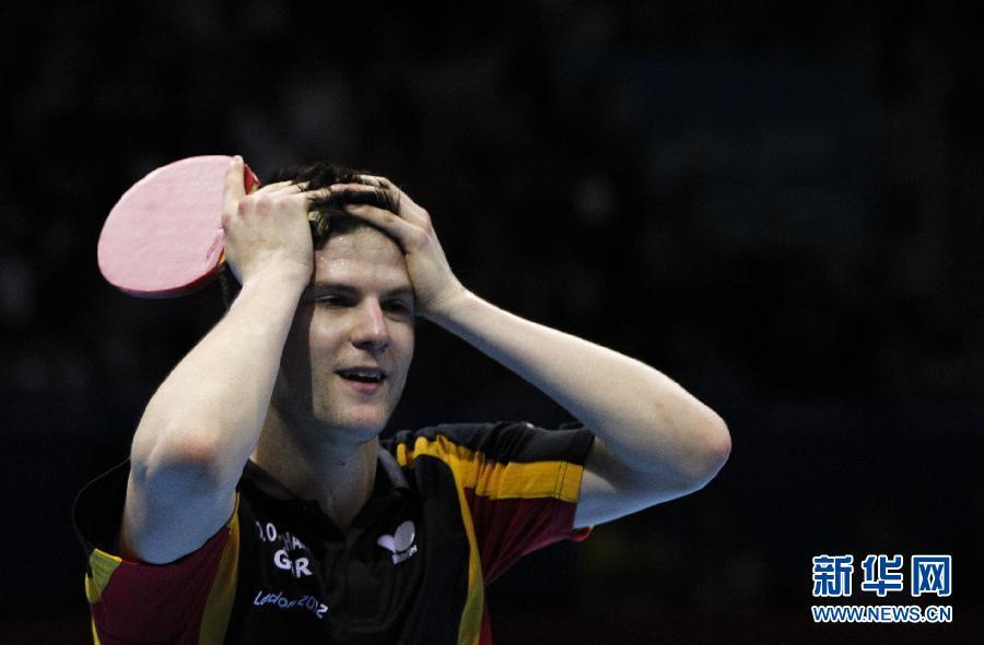 8月2日,德国选手奥恰洛夫庆祝得分。当日,在2012伦敦奥运会乒乓球男单季军争夺赛中,奥恰洛夫以4比2战胜中华台北队选手庄智渊,获得铜牌。新华社记者沈伯韩摄