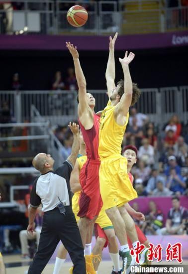 当地时间8月2日,伦敦奥运会男篮小组赛,中国男篮经过四节争夺以61-81不敌澳大利亚男篮。图片来源:Osports全体育图片社