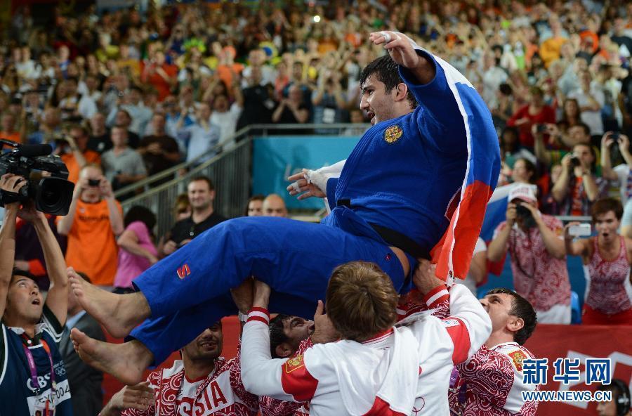 男子柔道100公斤级:俄罗斯选手夺冠