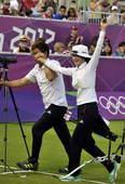 奥运图:韩国女箭手惊险摘金 喜悦至极
