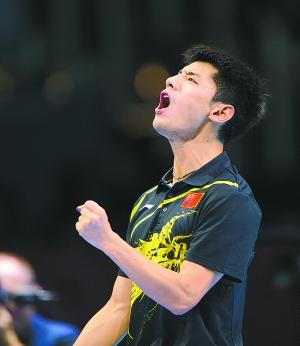 张继科在乒乓球男子单打决赛中,以4比1战胜队友王皓,获得冠军