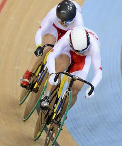 高清:自行车女团竞速赛 中国因犯规遗憾失金