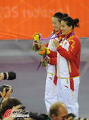 奥运图:中国自行车女团憾失金牌 展示银牌