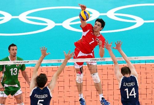 排球保加利亚胜澳大利亚 拦网扣球