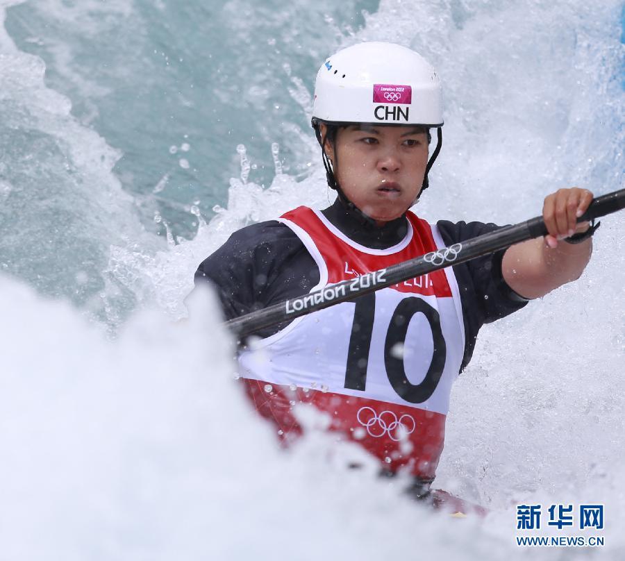 8月2日,李晶晶在比赛中。当日,在2012年伦敦奥运会皮划艇激流回旋女子单人皮艇半决赛中,中国选手李晶晶以117秒02的成绩位列第十一名,无缘决赛。新华社记者任正来摄