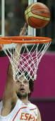 奥运图:西班牙男篮险胜英国 鲁尔上篮