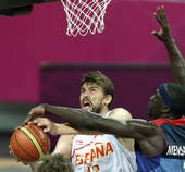 奥运图:西班牙男篮险胜英国 小加索尔遭遇封盖