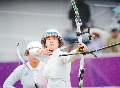 图为韩国队选手奇甫倍在伦敦奥运会女子射箭团体赛决赛中。